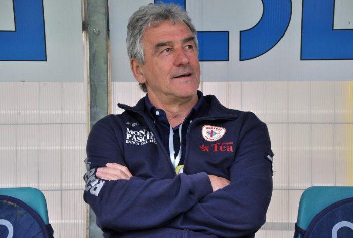 L'ex allenatore Sauro Frutti